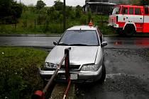 Takhle dopadl vůz Citroen německého šoféra poté, co do něj narazil bezohledný řidič kamionu.