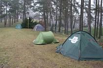 Zimní stanování na Strážišti pod rozhlednou v Úvalně.
