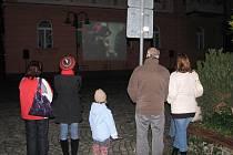 Setkáním na Hlavním náměstí si Krnované 17. listopadu připomínali události před dvaceti lety.