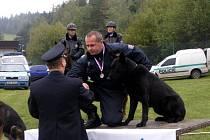 Pes Kapitán se svým psovodem Jiřím Valoškem vybojoval na policejním mistrovství republiky první místo. Kapitán nejlépe vyhledává omamné a psychotropní látky.