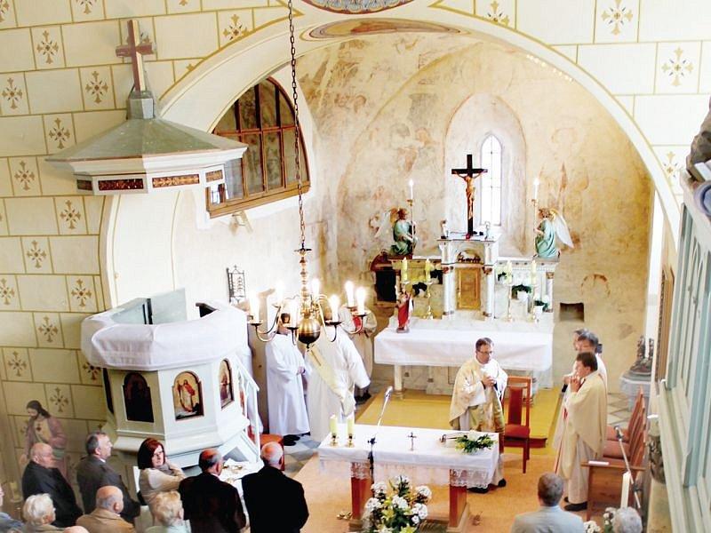 Hrozová přesně před rokem s velkou slávou představila veřejnosti fresky ze 13. století.