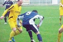 Okresní derby v úvodním jarním kole zvládli v nepříznivém počasí lépe fotbalisté FK Krnov, kteří si odnesli zasloužené dvoubrankové vítězství nad Břidličnou.