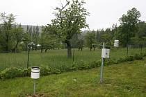 Meteostanice se nachází v zahradě domova pro seniory v Žárech u Města Albrechtic. Zde meteorologové 31. května naměřili rekordně intenzivní průtrž mračen. Za hodinu napršelo 120 mm vody. Během jediné bouřky zde napršelo 145,8 mm vody.