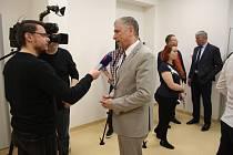 Hejtman kraje Ivo Vondrák při jedné z návštěv krnovské nemocnice, bylo to v rámci loňského otevření magnetické rezonance.
