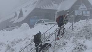 Měření sněhu a lyžaři v Jeseníkách