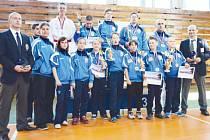 Karatistům Klubu karate dó Bruntál se na mistrovství republiky v Brně dařilo, v hodnocení oddílů skončili čtvrtí, když posbírali dvanáct cenných kovů, z toho tři zlata.