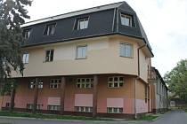 Moravskoslezský kraj se rozhodl bruntálské radnici bezplatně poskytnout tělocvičnu, přístavbu školského a tělovýchovného zařízení středního odborného učiliště v Dukelské ulici 5, jak stavbu vedl ve svém účetnictví.