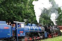 Dvě parní lokomotivy na osoblažské úzkokolejce je evropská rarita, jakou si žádný železniční fanoušek nemohl nechat ujít.