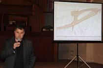 Martin Dostál informoval občany Krnova, že Sdružení pro výstavbu komunikace I/11-I/57 hodlá financovat technickou studii na přeložku Petrovické ulice a napojení dopravy od Bruntálu na severovýchodní obchvat Krnova.