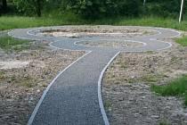 Parčík v Hošťálkoech má kruhový objezd pro kočárky