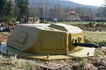 Panzerturm neboli pancéřová věž připomíná tank zapuštěný do země. Také tento neobvyklý prvek obranných opevnění se představí 5. září v Osoblaze na lekci vojenské historie Hotzenplotz 1945.