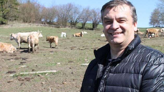 Zemědělský odborník Pavel Vinohradník ve svém hospodářství v Dolní Moravici hovořil o rozvoji bruntálského okresu.