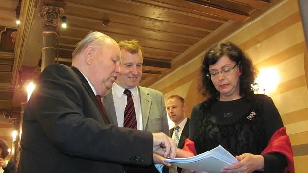 Ministryně Marksová si užila koncert v krnovské synagoze.