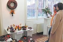 Adventní věnce vystavené ve Flemmichově vile si lze prohlédnout, ale i koupit nebo načerpat inspiraci pro vlastní tvorbu.