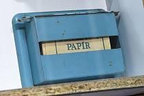 Pamatujete si skládaný toaletní papír za socialismu? A hospitalizace v devadesátkách se soukromým toaleťákem?