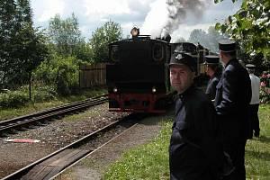 Jízda historického vlaku byla se vším, co k ní patří.