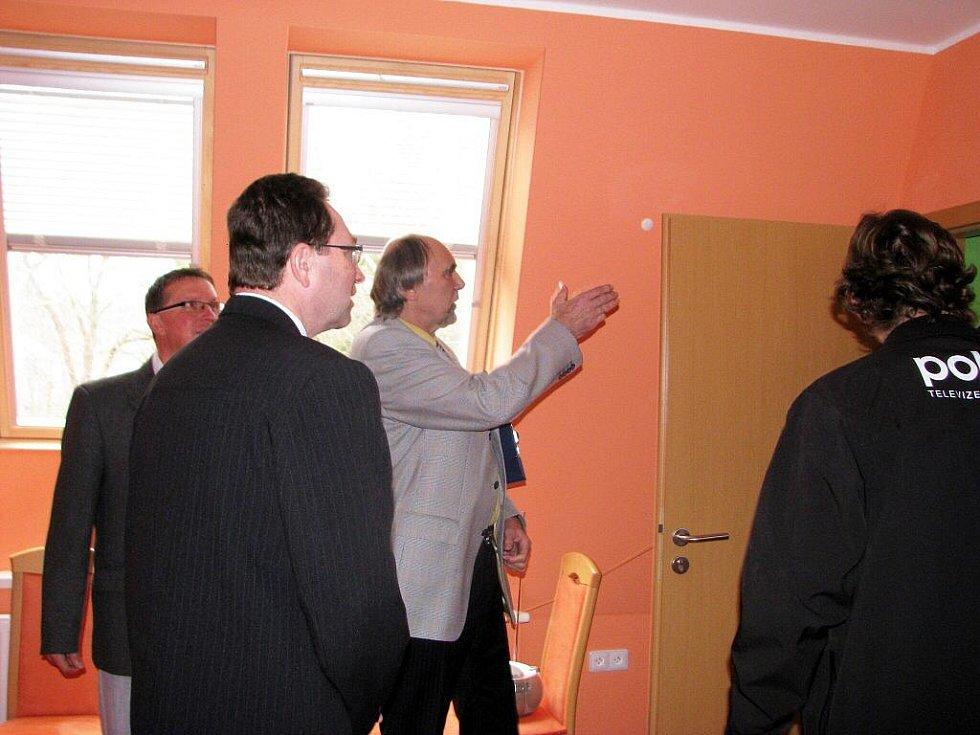 Nové chráněné byty pro klienty Krajánku včera otevřeli v budově bývalé mateřské školky ve Městě Albrechticích.