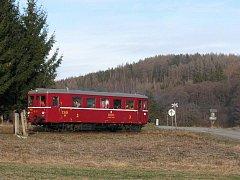 Historický motorový vlak zvaný Hurvínek. Ilustrační foto.