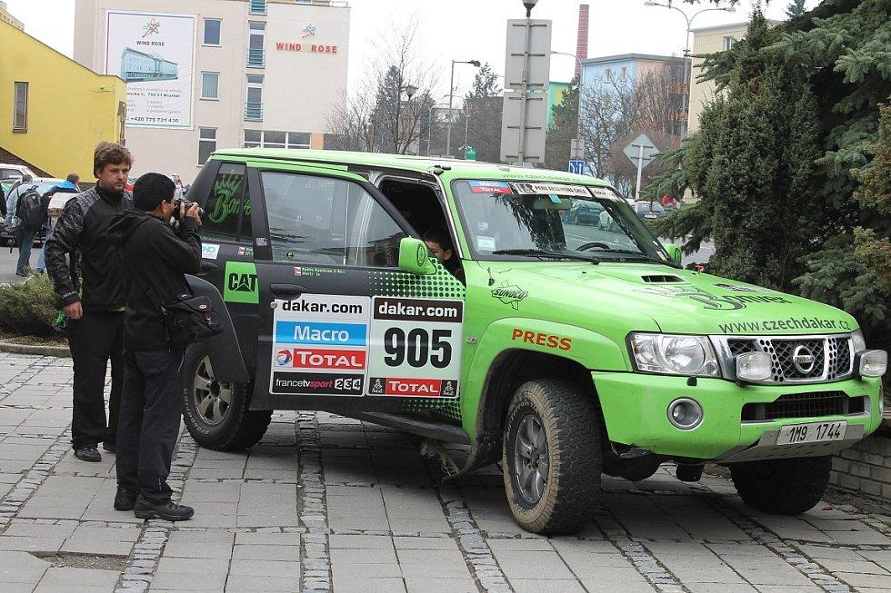 Nejlepší český kamionový závodník posledních dvou let na Rallye Dakar Martin Kolomý ze Starého Města u Bruntálu slavil v sobotu se svým týmem a dvoustovkou fanoušků čtyřicetiny.