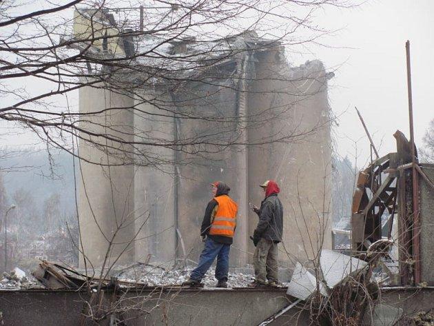 Slévárna SKS bývala průmyslovou dominantou Krnova. Dnes mizí před očima a současně se v místech po zbořených halách otevírají nové průhledy.