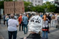 Roušky. Ilustrační foto. Lidé se sešli na demonstraci NE diktatuře roušek!, kterou uspořádala iniciativa Myšlením ke svobodě, 31. srpna 2020 v Ostravě na Masarykově náměstí.