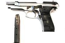 Plynová pistole kterou mladík při přepadení použil.