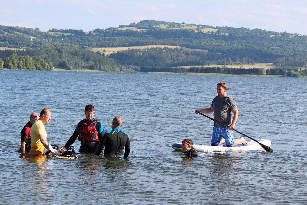 Vodní záchranáři z Bruntálu mají za sebou náročnou přípravu pro letní sezonu na Slezské Hartě.