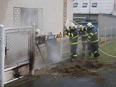 Poškození plynové přípojky a únik plynu řešili hasiči v sobotu 26. března na Dimitrovově ulici v Krnově.