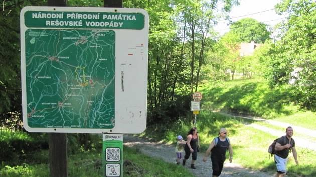 Na Rešovské vodopády zve snad každý turistický průvodce na Rýmařovsku. A opravdu byla by velká škoda tuto přírodní zajímavost nenavštívit.