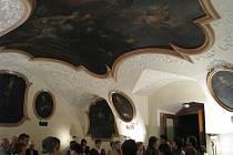 Reflektář neboli jídelna řádu minoritů je vyzdoben nádhernými freskami.