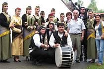 Krnovský soubor řeckých tanců Antigoni.