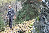 Břidlicovým lomen provedl Deník Jiří Dvořák, místostarosta obce Malá Štáhle. Jemu samotnému se plán obnovení těžby zamlouvá.