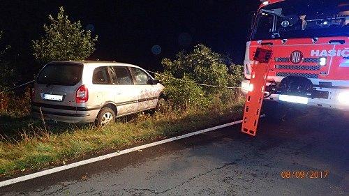 K tragické nehodě došlo v pátek kolem páté hodiny ranní za obcí Ryžoviště směrem na Vajglov.