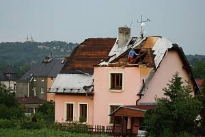 Následky ničivé smrště na Krnovsku, červen 2013.