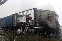 Škodu kolem milionu korun způsobil v úterý odpoledne požár polského kamionu, který za jízdy začal hořet na Bruntálsku.