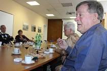 Jaroslav Svoboda přišel do Bruntálu v roce 1960, a žije zde dodnes. Nejprve v Krnově narukoval u vojáků, následně se přestěhoval do Bruntálu.