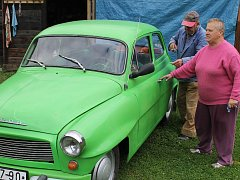 Manželé Patrovští z Vrbna pod Pradědem mají veterána Škoda Octavia za neprodejný rodinný klenot.