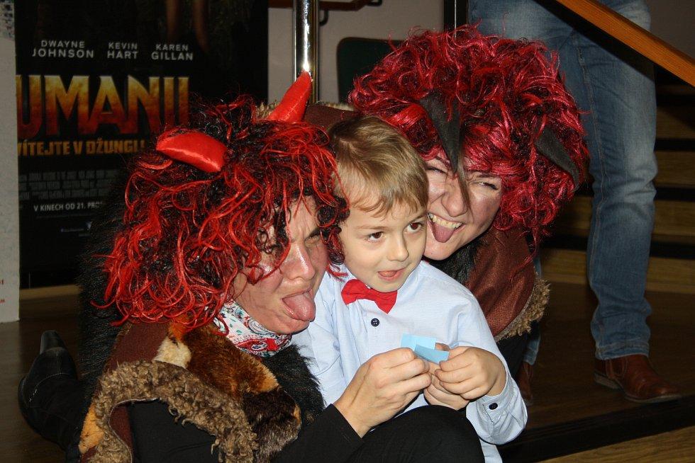 Krnovské kino Mír nabídlo na Štědrý den předpremiéru Troškovy pohádky Čertoviny. Čerti se hemžili nejen na plátně, ale setkali se také s dětmi přímo v kině.