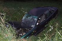 Poraněnou hlavu, otřes mozku a pohmožděnou páteř má řidič, který havaroval v pátek 14. srpna okolo 20. hodiny na silnici vedoucí z Bruntálu do Nových Heřminov.