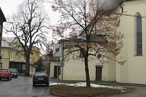 Školní náměstí v Rýmařově si rekonstrukci zaslouží.