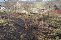 Ani v Holčovicích si lidé s vypalováním mezí nedali pokoj.