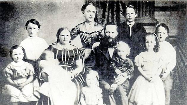 Hans Kudlich s chotí Luisou a devíti dětmi.