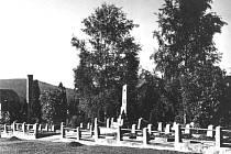 Modernější podoba památníku na bruntálském hřbitově.