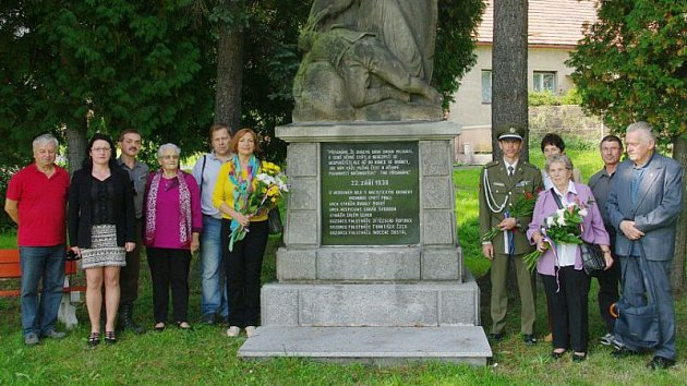 Uctění památky šesti zavražděných příslušníků četnické stanice v Liptani.