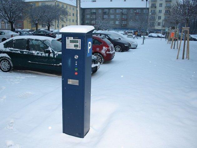 Pořízení parkovacích automatů přišlo město Krnov na 1,2 milionu korun. Za první půlrok provozu byly tržby za parkovné kolem 700 tisíc korun. Zdá se, že tato investice se vyplatí.