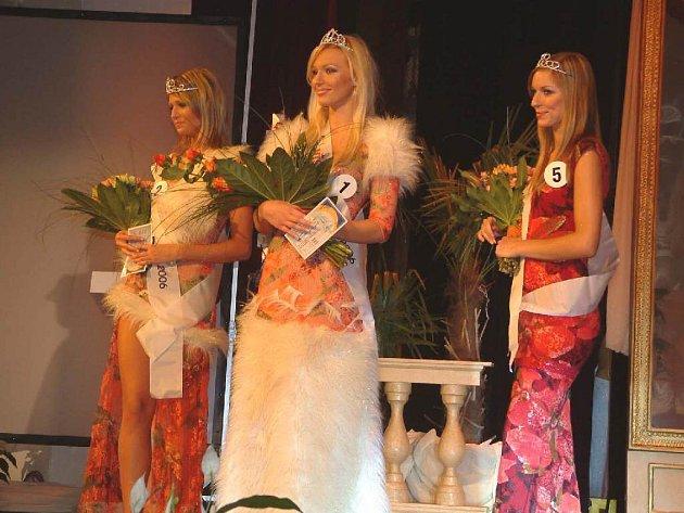 Nejkrásnější trojice dívek loňské soutěže.