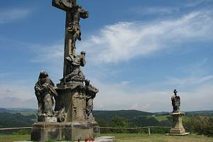 Barokní křížová cesta v Rudě u Rýmařova patří do seznamu národních kulturních památek.
