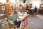 Své znalosti o přírodě, lese, stromech a zvěři prověřovaly děti z mysliveckých a přírodovědeckých kroužků z okresu Bruntál v okresním kole soutěže o Zlatou srnčí trofej.
