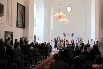 Kaple svatého Josefa konečně zas vypadá jako kaple. Slavnostní otevření opravené kaple bylo spojené s koncertem a s obřadem pasování rytířů. Už se zde konala i první svatba.