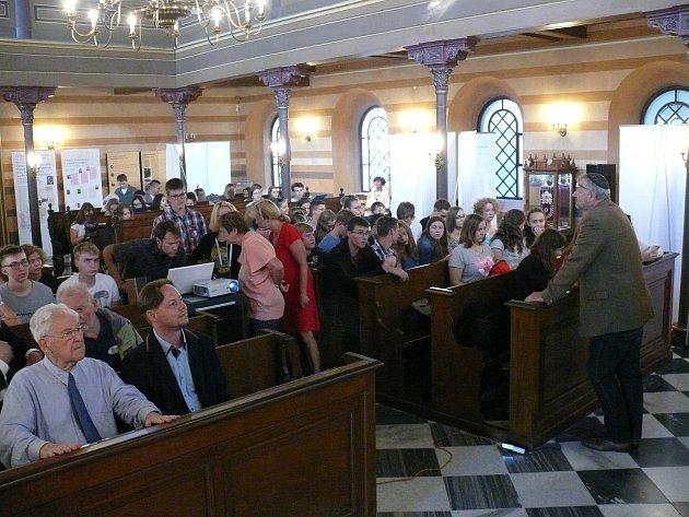 Soutěž zaměřená na německý jazyk a historii proběhla vkrnovské synagoze.